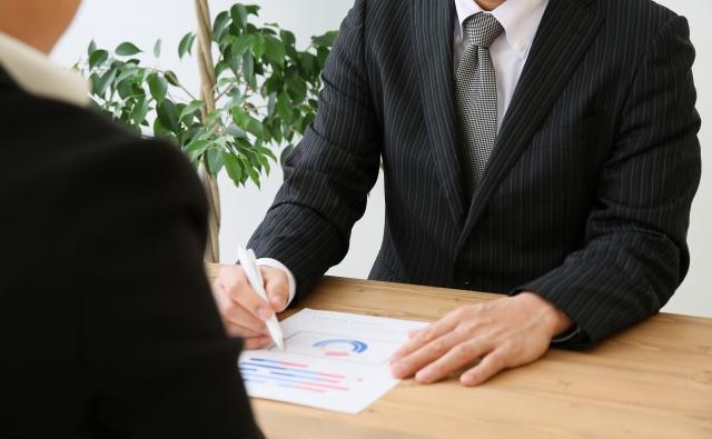 転職エージェントは営利団体